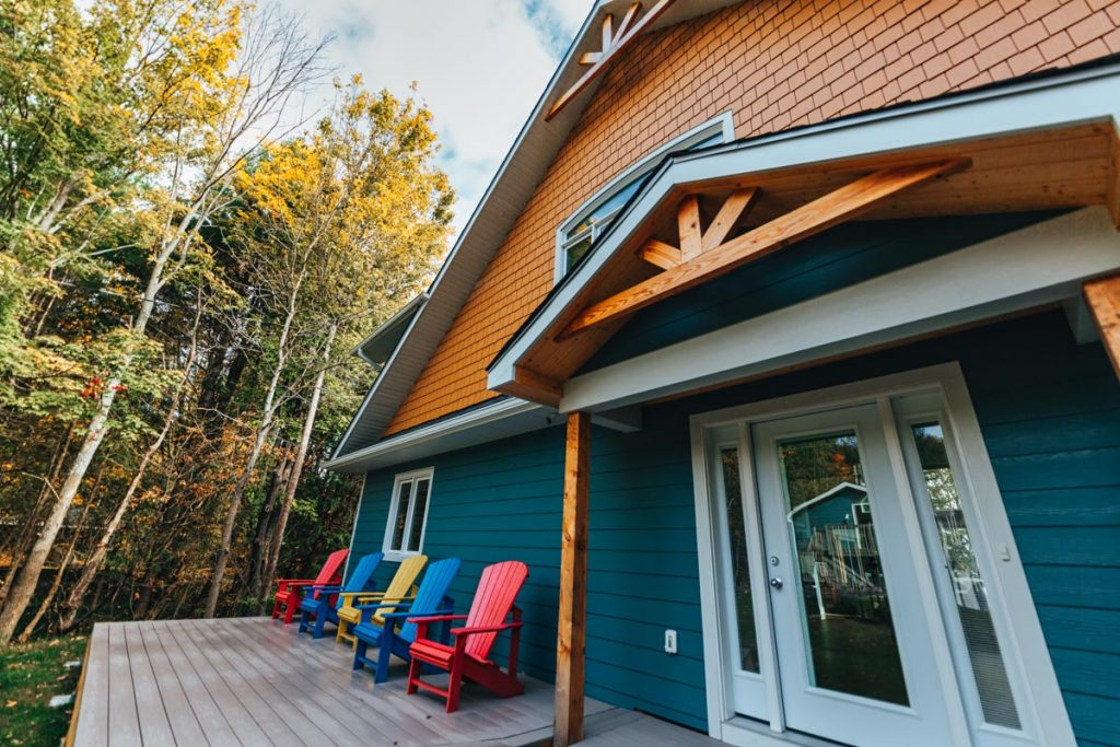 post and beam cottage in ontario